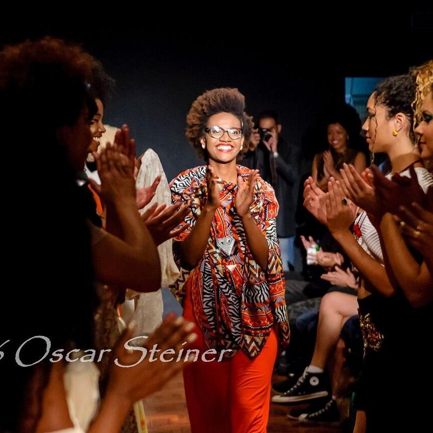 Cynthia Mariah cria as próprias peças para valorizar cultura afro