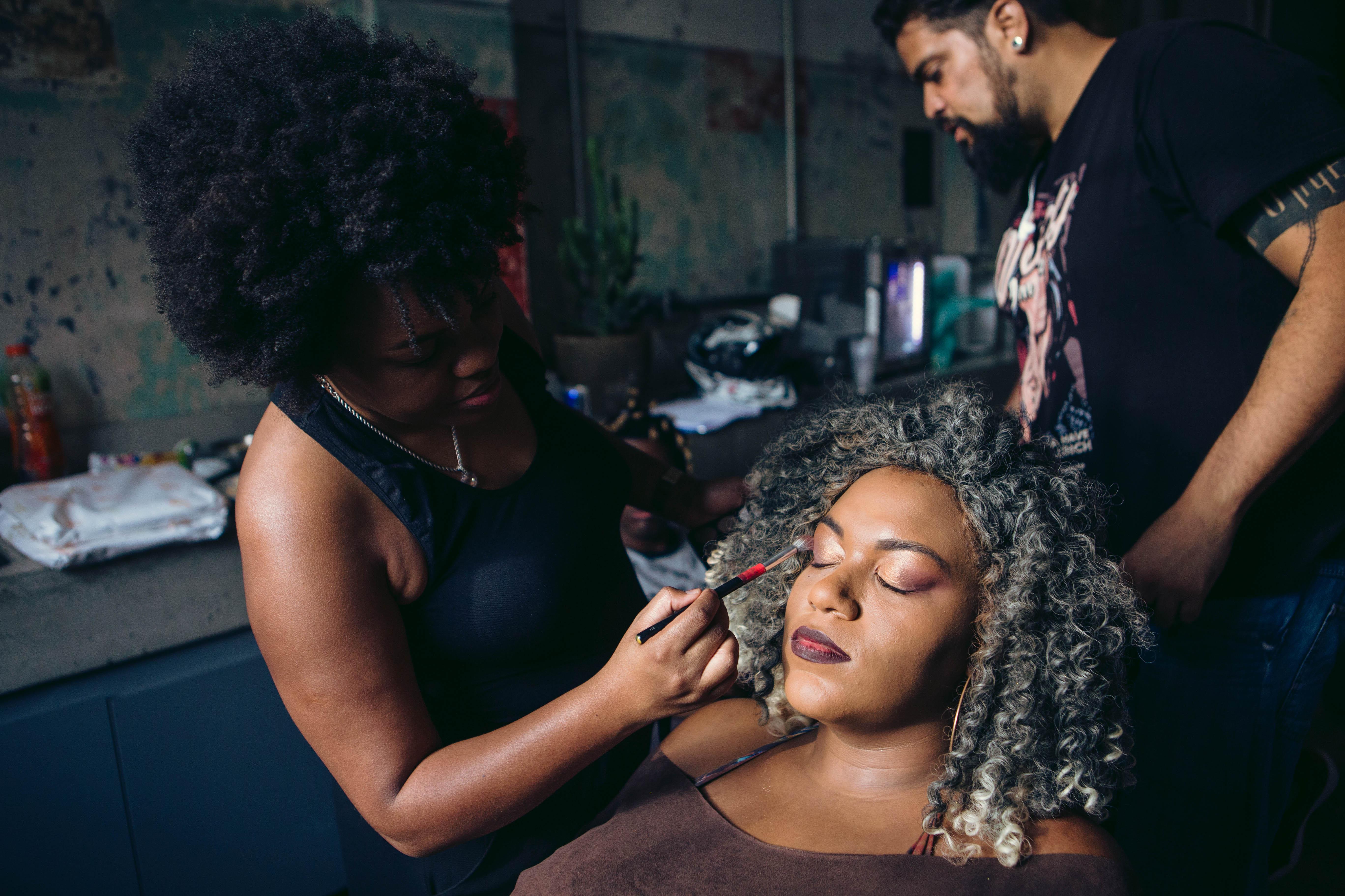 #10MilMarias: A maquiadora especialista em pele negra Carol Romero